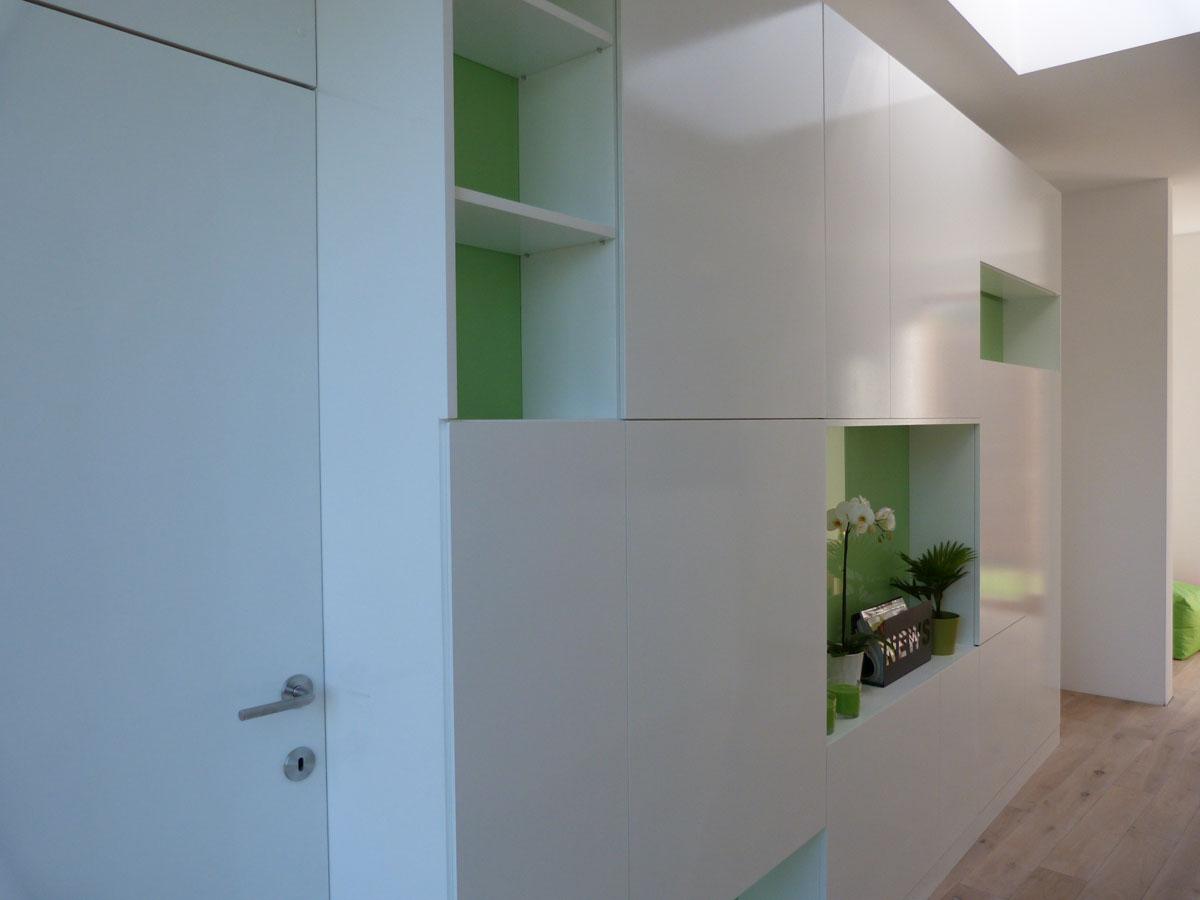 Notre société aménage sur mesure votre cabinet dentaire avec divers matière comme le verre, le mdf,....